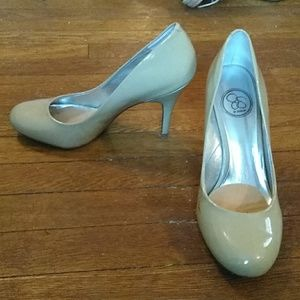 Jessica Simpson nude round toe pumps.